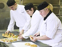 catering students preparing food
